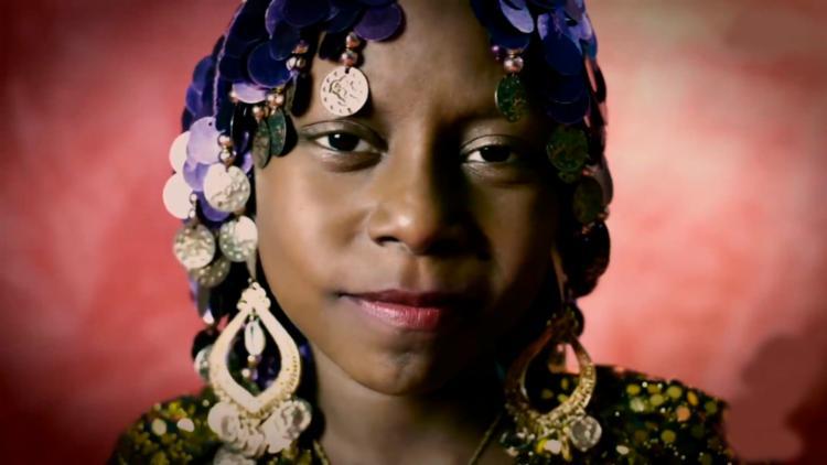 Dandara, de 10 anos, protagoniza os calendários Amores e Cores - Foto: Reprodução | Youtube