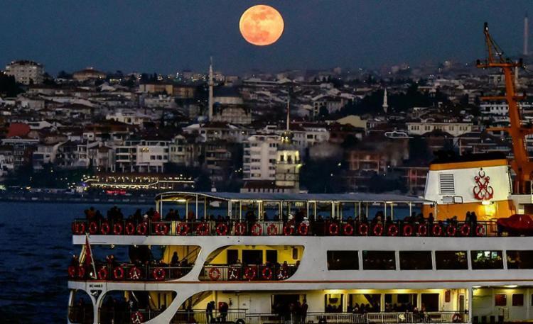 Fenômeno oferece espetáculo impressionante - Foto: Yasin Akgul | AFP