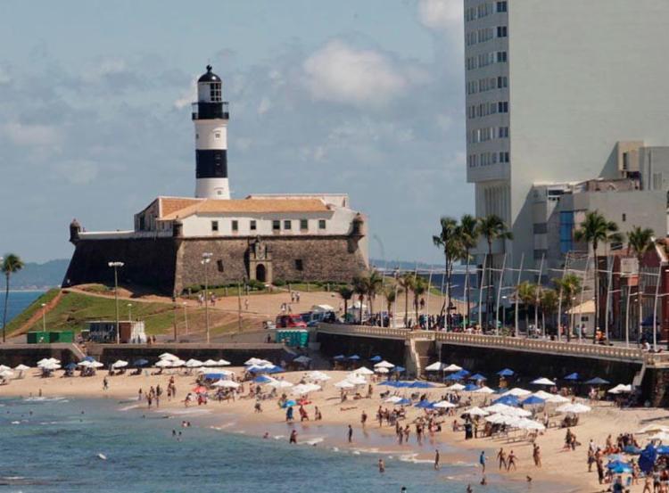 Praia do Farol da Barra foi considerada imprópria para banho - Foto: Margarida Neide | Ag. A TARDE | 05/08/2017