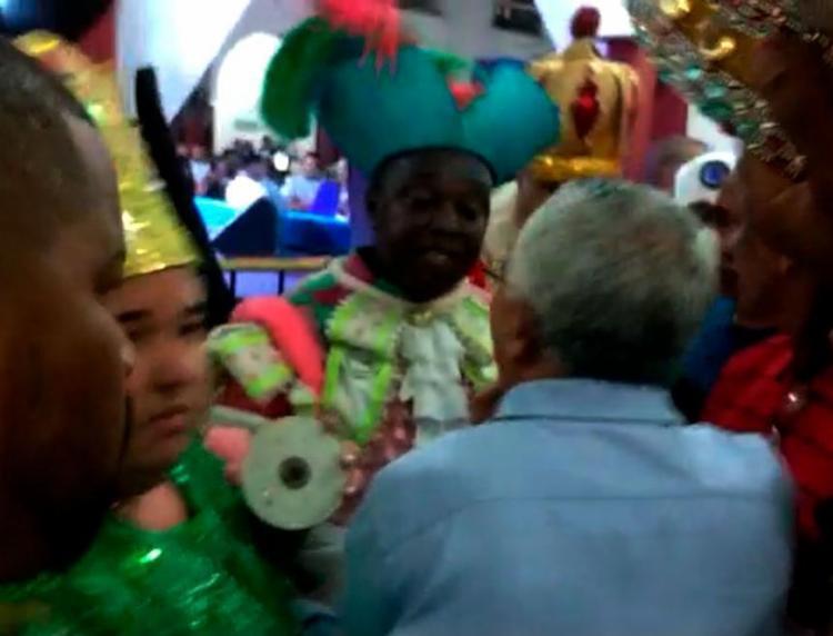 Concurso para 'Rei Momo' é marcada por confusão e candidatos são desclassificados - Foto: Raul Spinassé | Reprodução de vídeo