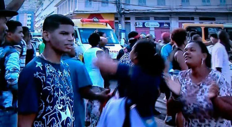 Manifestantes colocaram objetos na rua para impedir a passagem de veículos - Foto: Reprodução