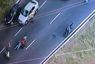 Motociclista fica ferido após colisão com carro na avenida Bonocô | Reprodução | TV Record