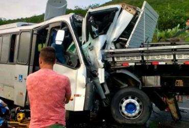 Colisão entre micro-ônibus e caminhão deixa mais de 20 feridos e um morto na BR-116 | Reprodução