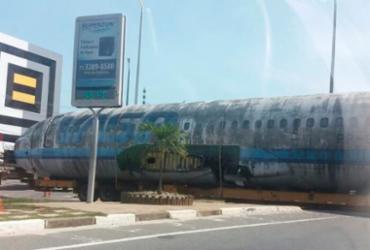 Transporte de carcaça de avião complica trânsito na região do Aeroporto
