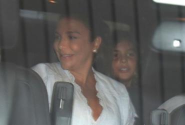 Ivete recebe alta de hospital com as gêmeas Helena e Marina | Luciano da Matta | Ag. A TARDE