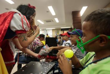 Carnaval chega para crianças do Gacc com bailinho na sede da entidade | Alessandra Lori l Ag. A TARDE