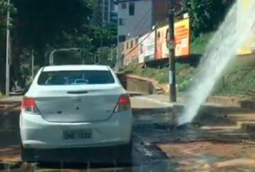 Rompimento de cano deixa trânsito lento na avenida Centenário | Reprodução