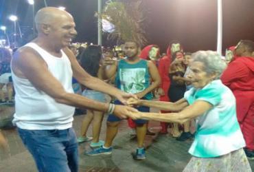 Idosos esbanjam alegria e disposição no circuito Barra/Ondina | Thaís Seixas | AG. A Tarde