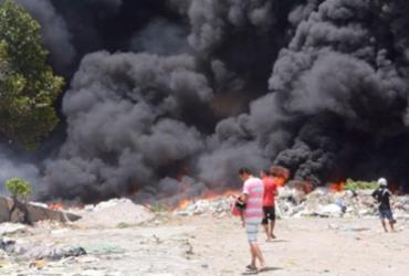 Incêndio atinge depósito abandonado em Feira de Santana | Reprodução | Acorda Cidade