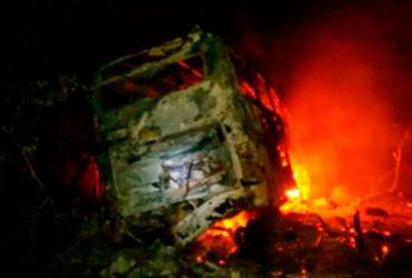 Ônibus pega fogo e deixa quatro pessoas feridas na BR-116 | Reprodução | Blog Rodrigo Ferraz