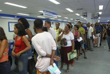 Aposentados e pensionistas do INSS têm até dia 28 para comprovar vida | Carlos Casaes l Ag A TARDE l 27.2.2004