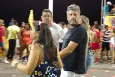Solto de prisão domiciliar, Gustavo Ferraz curte Carnaval na Barra | Regina Bochicchio l A TARDE