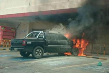 Caminhonete pega fogo em São Caetano | Cidadão Repórter | Via WhasApp