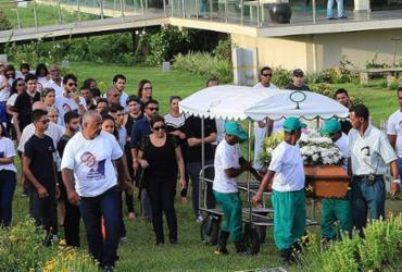 Comoção marca despedida ao estudante morto por agressão | Margarida Neide l Ag. A TARDE
