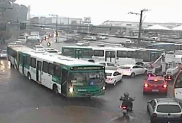 Chuvas geram alagamentos e deixam trânsito lento na Calçada | Divulgação | SSP