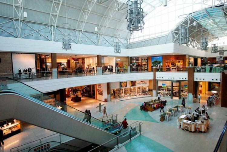 Shoppings e outros estabelecimentos funcionarão em horários especiais - Foto: Margarida Neide | Ag. A TARDE | 02.05.2017