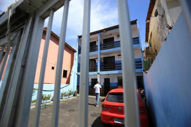 Casa em Amaralina que serve de abrigo a pessoas em situação de rua - Foto: Raul Spinassé | Ag. A TARDE | 16.02.2018