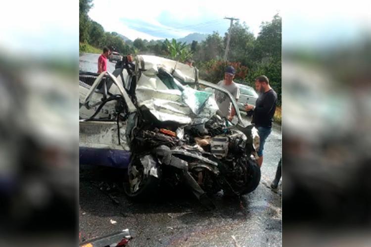 Acidente aconteceu no Km 575 da BR-101, no trecho da cidade de Camacã, no sul da Bahia - Foto: Divulgação   Polícia Rodoviária Federal