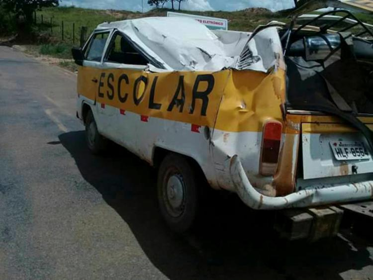 Motorista diz ter perdido o controle do veículo em uma curva, ao tentar desviar de um carro - Foto: Reprodução | Facebook