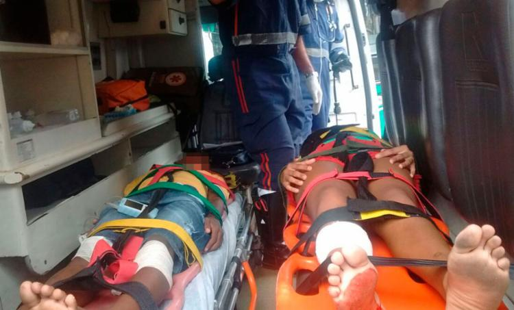 Vítimas foram socorridas por uma ambulância do Samu - Foto: Cidadão Repórter | Via WhatsApp