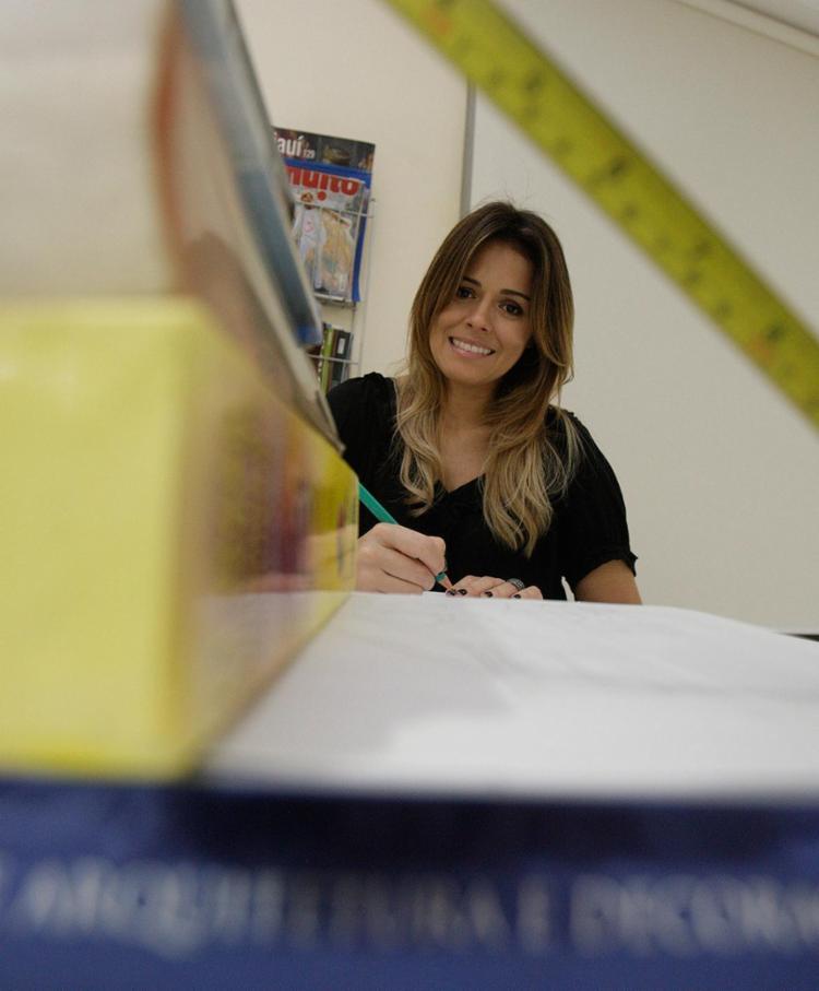 Aline ressalta que o arquiteto pensa, planeja e projeta toda a obra - Foto: Mila Cordeiro l Ag. A TARDE