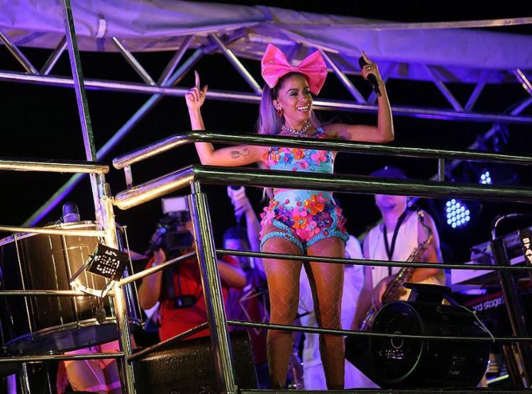 Anitta puxou trio sem corda da Barra até Ondina - Foto: Raul Spinassé l Ag. A TARDE