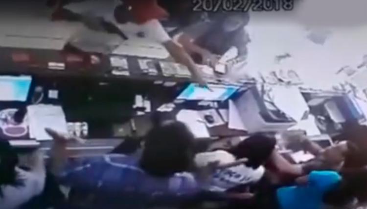 Homens armados assaltam clínica particular a luz do dia - Foto: Reprodução