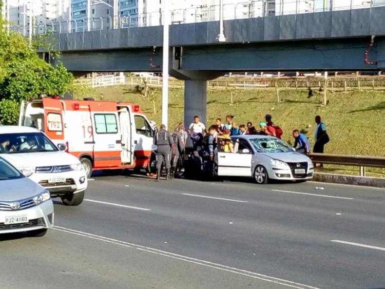 O Samu prestou os primeiros socorros à vítima - Foto: Gabriel Andrade | Ag. A TARDE