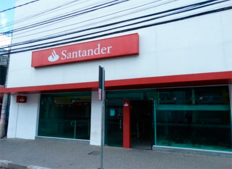 A unidade bancária, alvo dos criminosos, fica na rua J. J. Seabra, em Feira de Santana - Foto: Ney Silva/ | Reprodução | Acorda Cidade