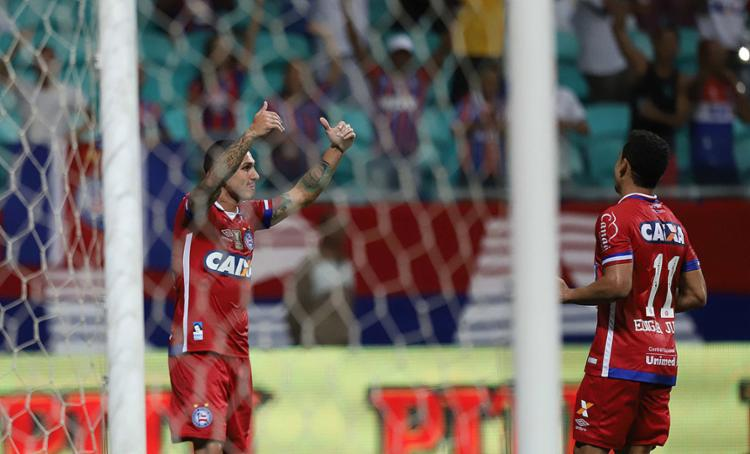 Vinicius (esq.) e Edigar Junio fizeram os gols do Bahia - Foto: Adilton Venegeroles l Ag. A TARDE