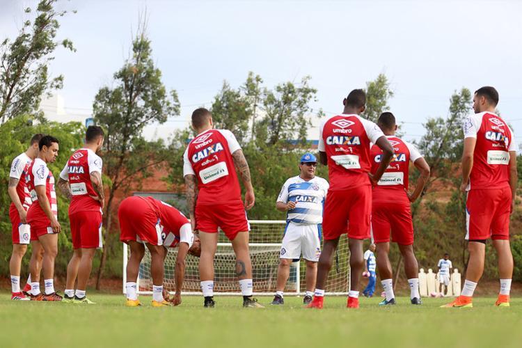 Guto vai apostar numa formação superofensiva nesta quarta-feira, com três atacantes e dois meia-armadores - Foto: Felipe Oliveira l EC Bahia