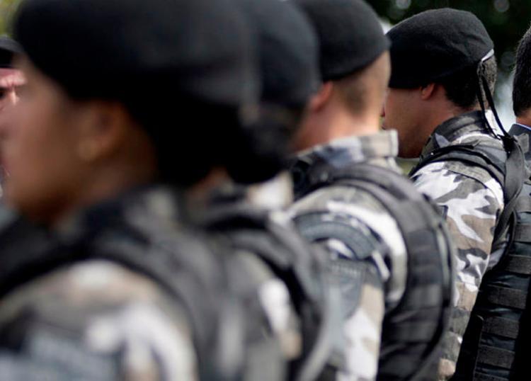 Policiais serão distribuídos entre a parte interna e entorno do estádio. - Foto: Raul Spinassé | Ag. A TARDE | 09/08/2017
