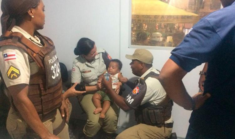 A criança foi resgatada após um folião acionar os policiais - Foto: Divulgação | SSP