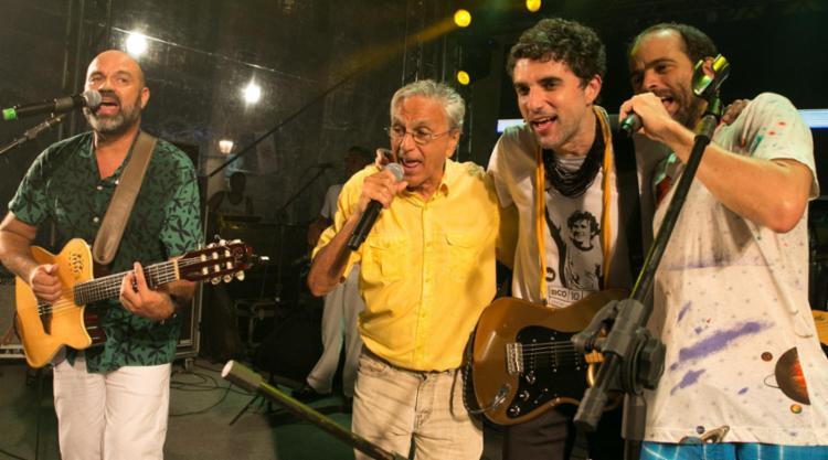 Caetano surpreendeu cantando 'A Filha da Chiquita Bacana' e 'Chame Gente' com os anfitriões - Foto: Divulgação | Secom
