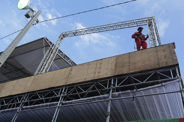 Fiscalização exige dimensão da montagem e desmontagem das estruturas - Foto: Margarida Neide l Ag. A TARDE
