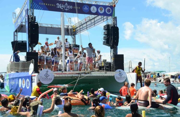 O cantor Deny Denan comandou o evento em alto mar - Foto: Divulgação