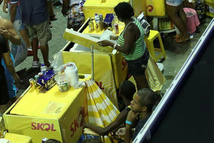 Carnaval: 55 pessoas passaram mal por conta de bebidas alcoólicas - Foto: Joá Souza | Ag. A TARDE