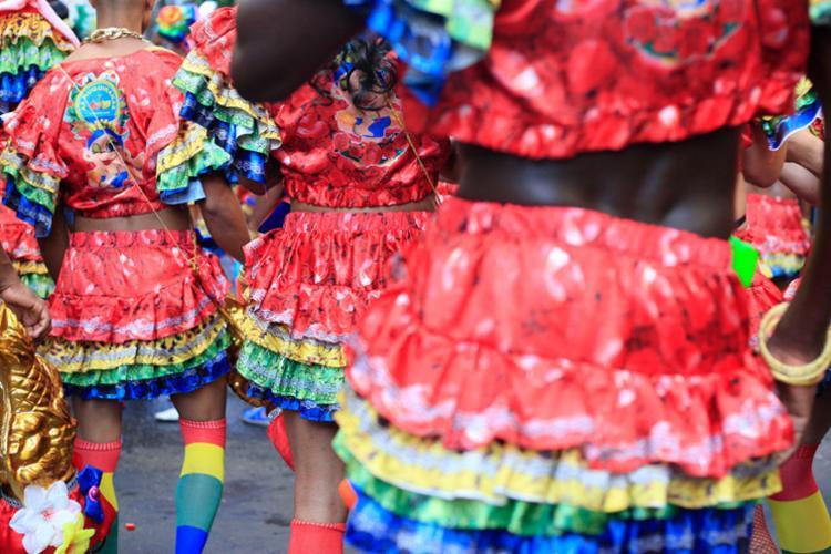 Montagem de fantasias para o Carnaval movimento o empreendedorismo em redes sociais - Foto: Mila Cordeiro | Ag. A TARDE
