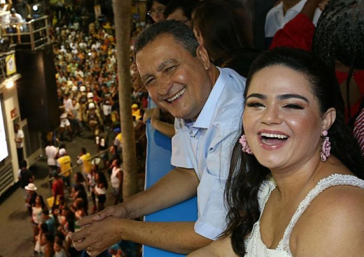 O governador e a primeira-dama do estado, Aline Peixoto, participaram da festa no Campo Grande - Foto: Manu Dias l Gov-BA