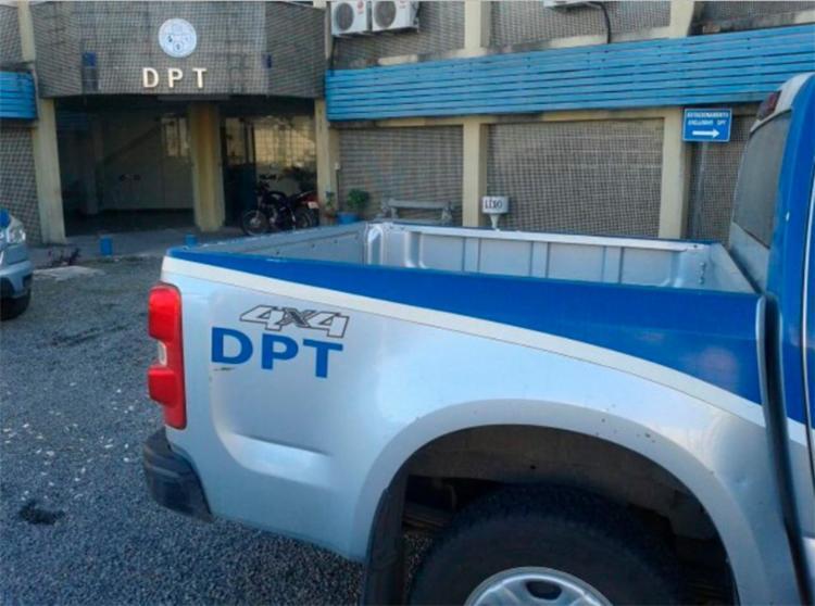 Corpo da vítima foi levado para o DPT de Feira de Santana - Foto: Reprodução   Acorda Cidade