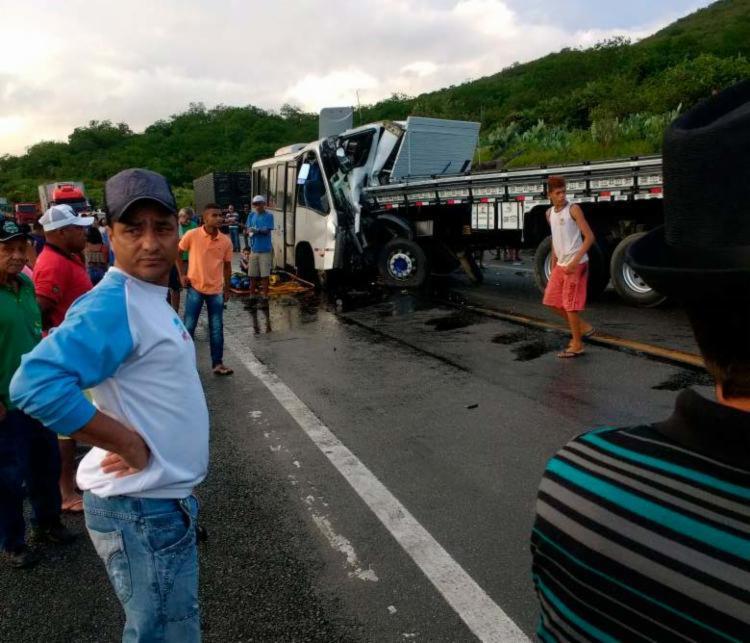 Motoristas dos veículos foram mortos com a colisão - Foto: Reprodução