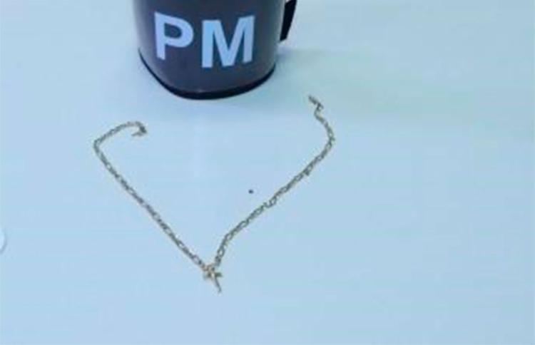 A corrente de ouro foi recuperada pela polícia - Foto: Divulgação | PM-BA