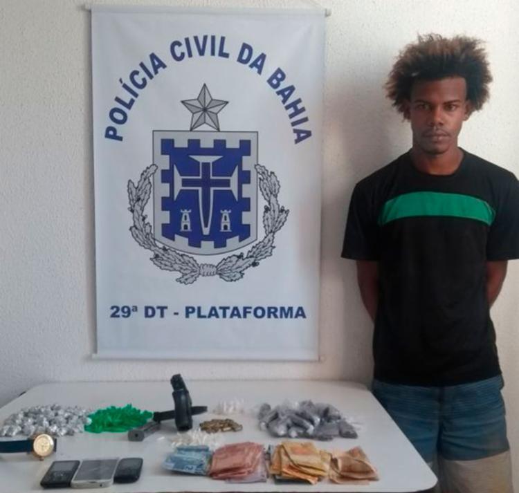 Arma e drogas foram encontradas com Henrique Douglas da Silva Pereira - Foto: Divulgação   PC-BA