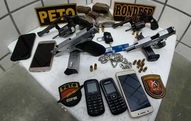 Foram apreendidos quatro revólveres e maconha - Foto: Reprodução | Itamarajú Notícias