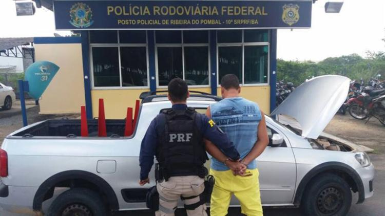 Suspeito foi autuado por receptação e uso de documento falso - Foto: Divulgação   PRF-BA