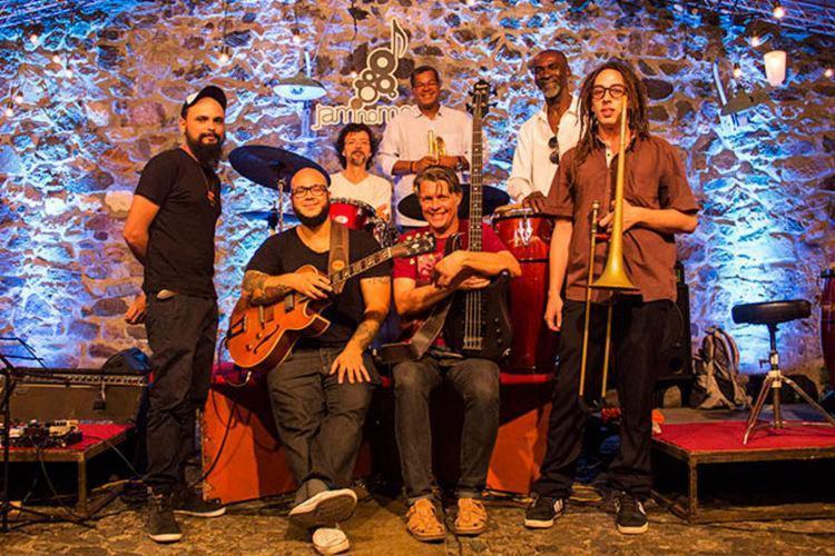 A banda Geleia Solar é a atração do evento deste sábado - Foto: Ligia Rizerio | Divulgação