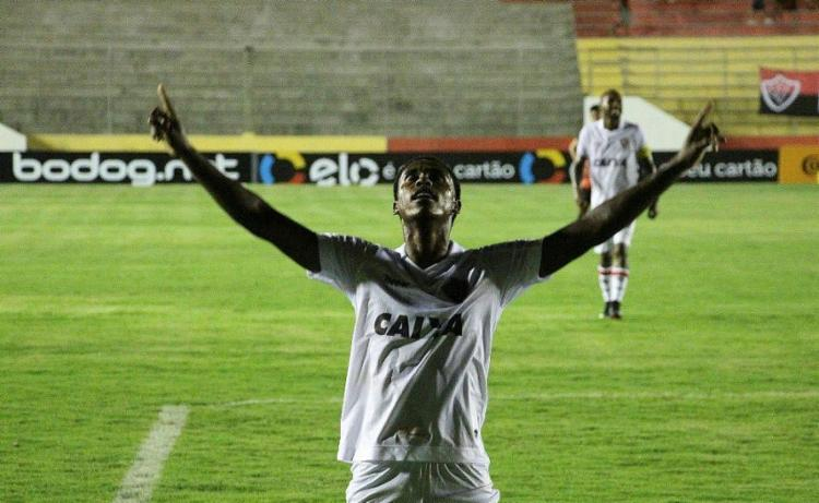 Em boa fase, Denílson fez os dois gols do Leão - Foto: Moysés Suzart   Divulgação   ECVitória