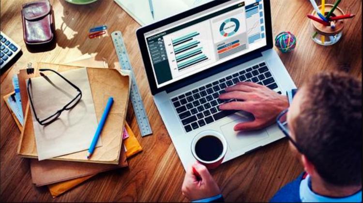 Responder e-mails é uma das dicas para se organizar na volta ao trabalho - Foto: Reprodução | Internet