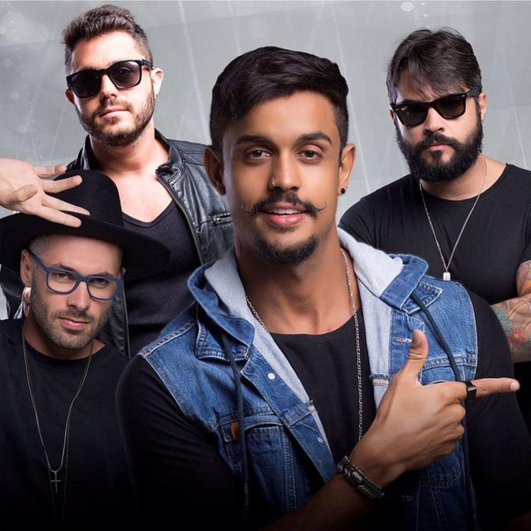 A banda Duas Medidas, comandada pelo vocalista Lincoln Senna, completa quatro anos na folia - Foto: Divulgação