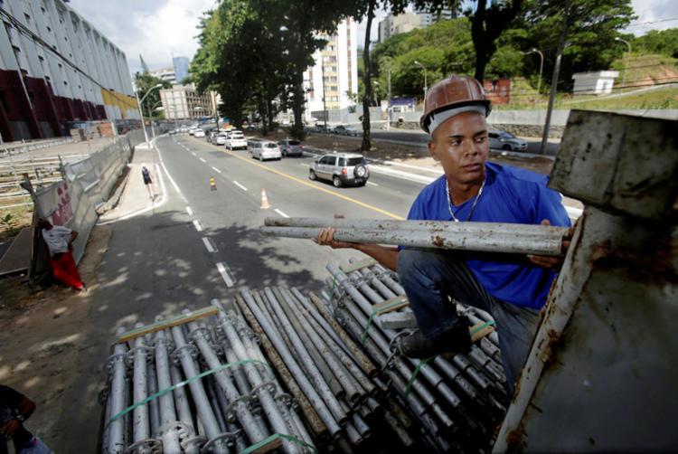A multa para quem descumprir a determinação é de R$2.281,16 por dia de atraso - Foto: Raul Spinassé   Ag. A TARDE